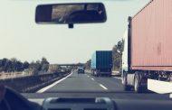 Långtradare kan ha kört av vägen