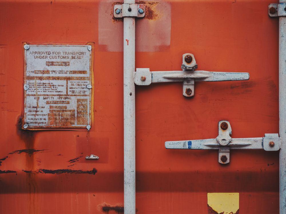 Lägg det gamla livet i en container